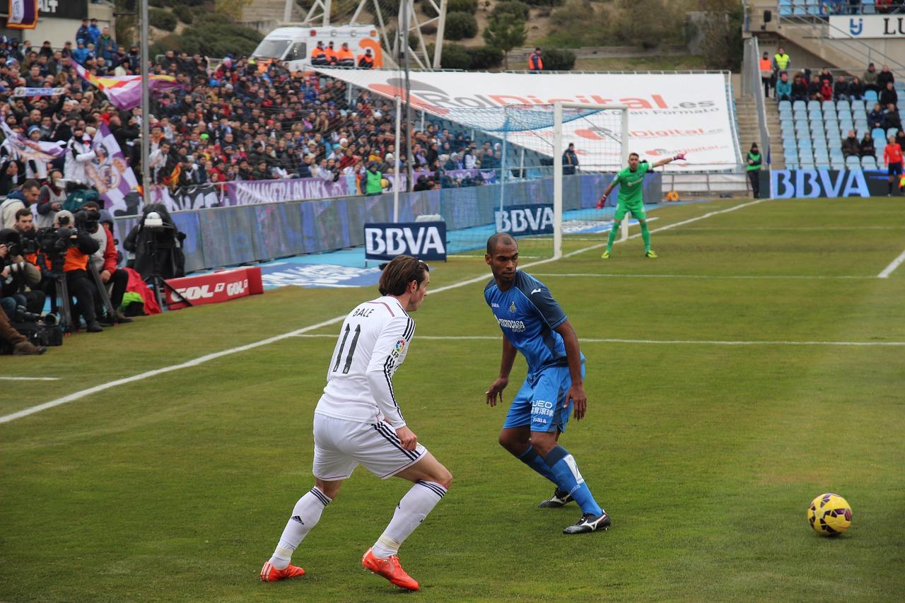 Gareth-Bale-playing